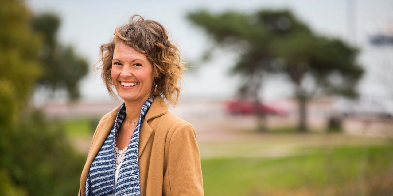 Tara Lange: Mielenrauhaa voi etsiä tutustumalla tunteiden tikapuihin