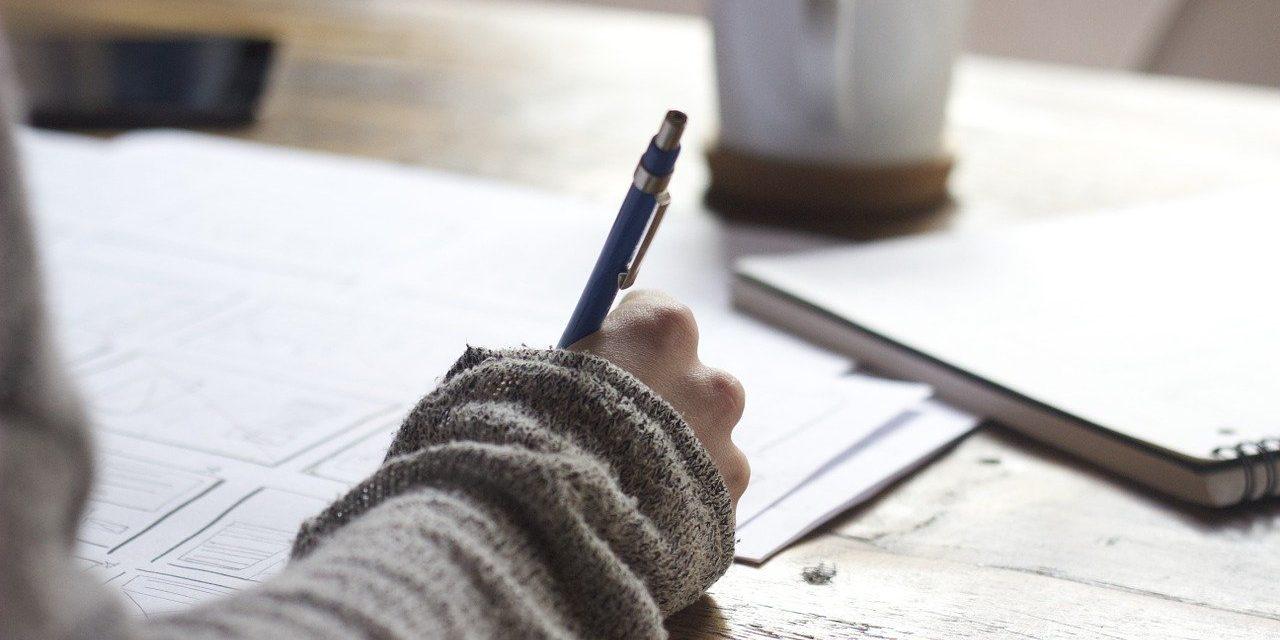 Tee juurimatka itseesi – näin kirjoitat oman elämäntarinasi